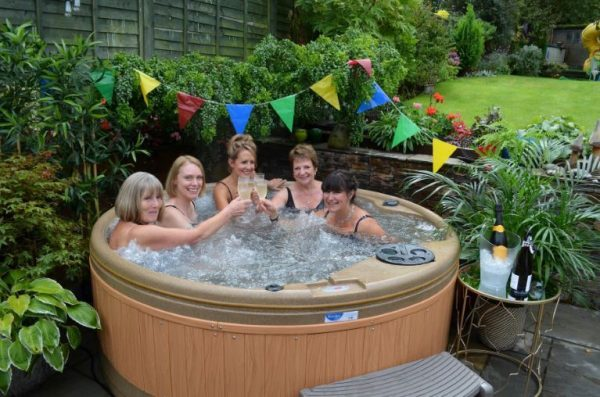 Hot Tub Hire in London - Tropical Spring